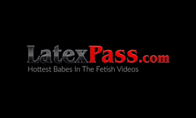 Latex fetish lesbians nailed in a hot POV 3some