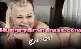 Horny granny in fisting action