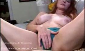 Horny deepthroating beauty in action