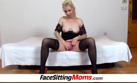 Blonde babe pumps cowpig pussy