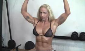 Gorgeous Blonde Bodybuilder Babybrush Her Pussy